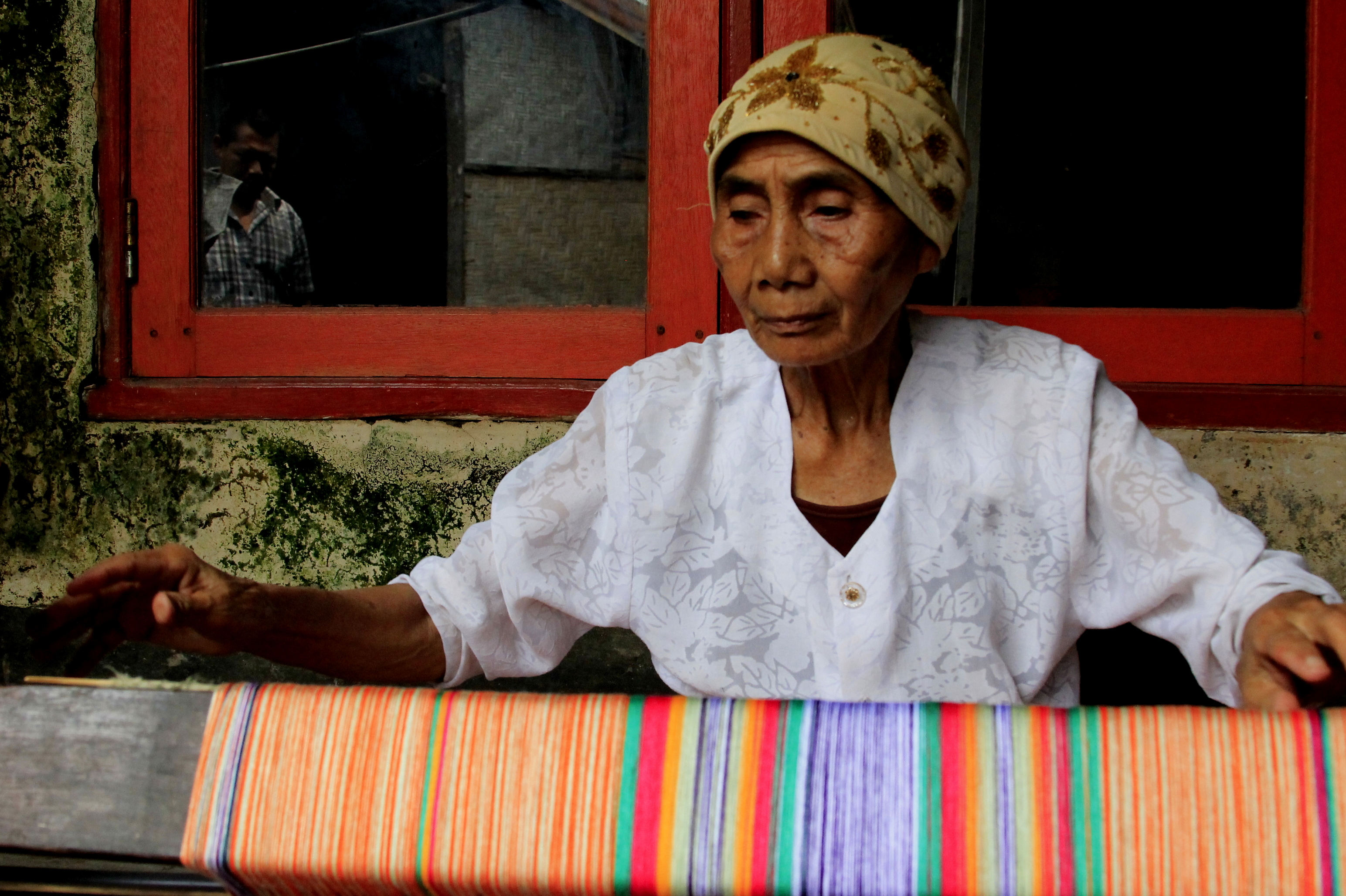 Hand weaving of Sarong in Pringasela, lombok