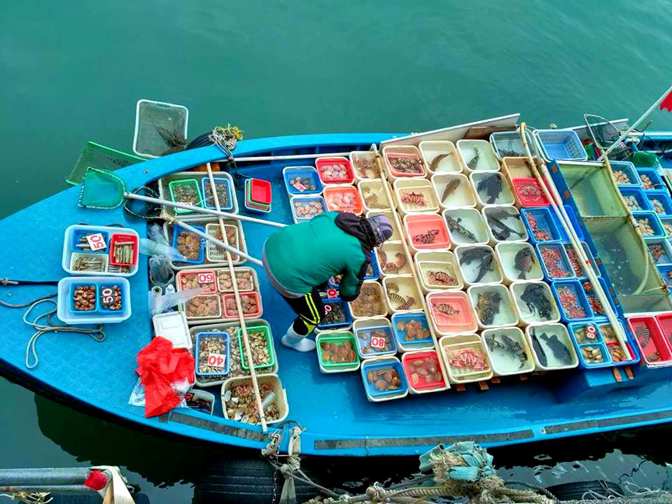Floating market at Sai Kung